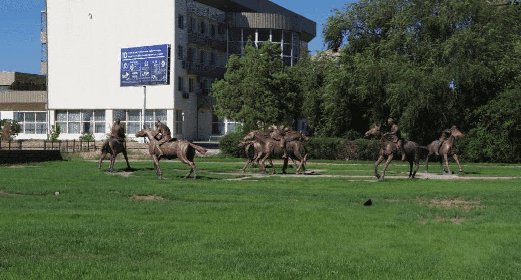 Statues of men on horseback