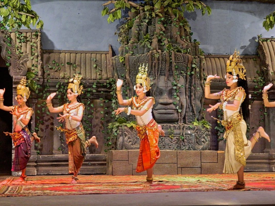 If you love folk dance, travel is a great way to experience new local dance genres. Check out my top traditional dances of the world! | Traditional dance around the world | Types of traditional dance | Traditional folk dance | Indian traditional dance | Cambodian traditional dance | Traditional English dance | Traditional Balinese dance | Russian folk dance | African dancers | Brazilian capoeira | Traditional African dances | Cuban dance styles | Cuban salsa | Botswana traditional dance