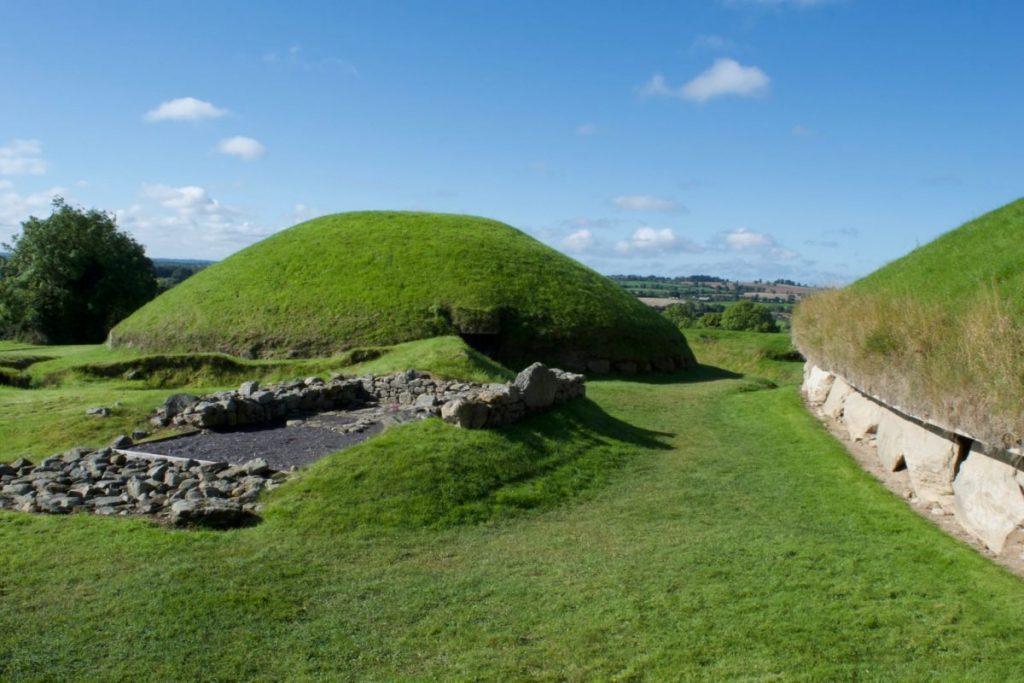 Knowth - Newgrange