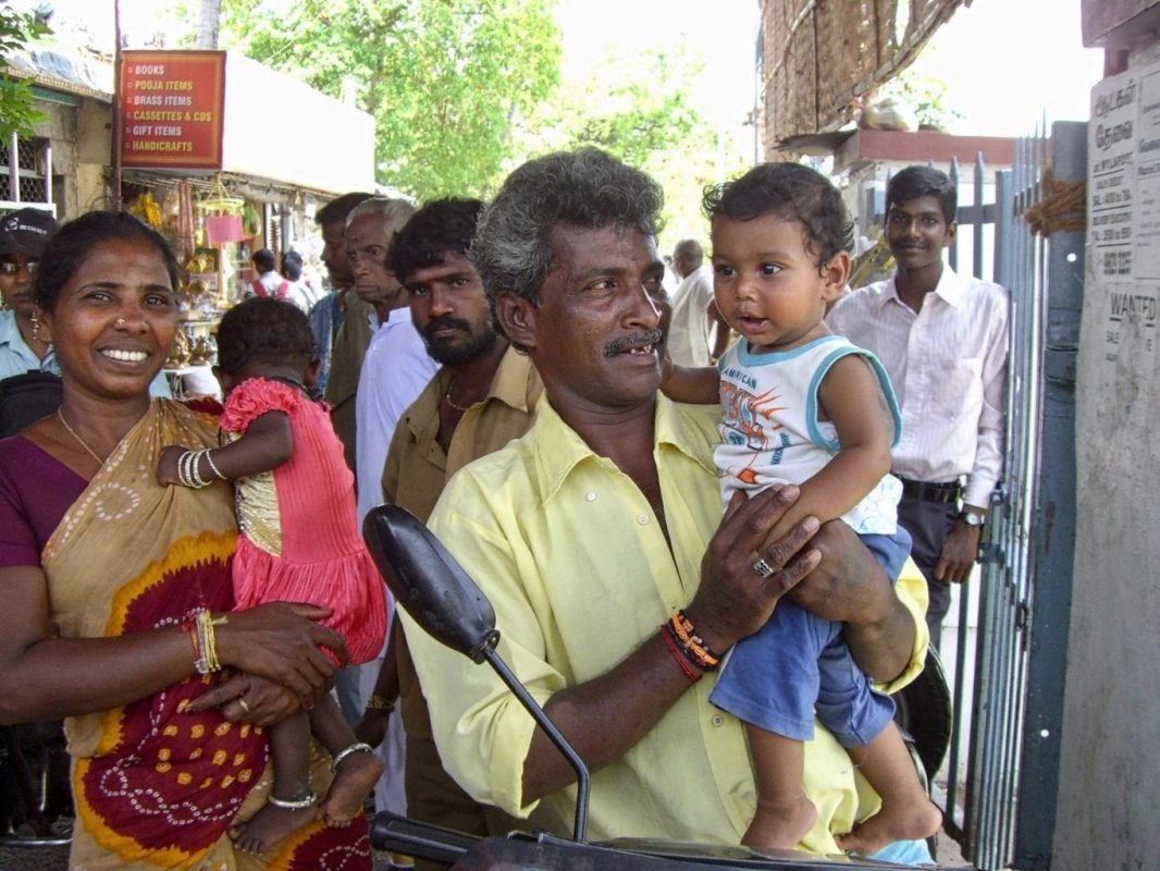 Visit Tamil Nadu: Meeting a friendly local family in a temple in Chennai