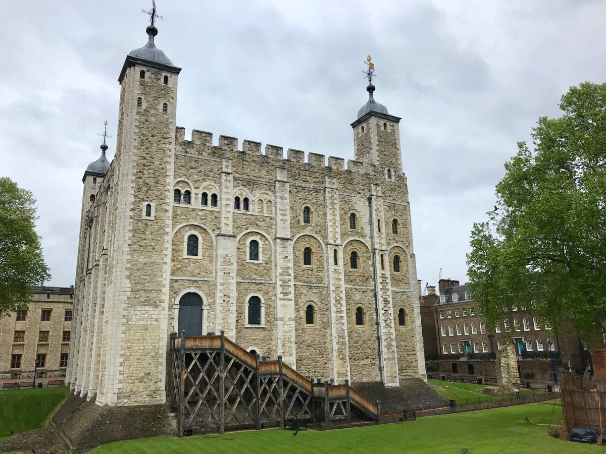 The Tower of London is one of the icons of the British capital. See it for yourself with top tips for the ultimate Tower of London visit! | tower of london best time to visit | best time to visit tower of london | best time to visit tower of london | ghosts of the tower of london | white tower tower of london | executions at the tower of london | cheap tickets tower of london | 2 for 1 tickets tower of london | #toweroflondon